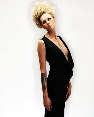Material: 100% Wolle Preis: 229,- Euro inkl. MwSt.  Fotografin: Marlene Mondorf Haare & Make Up: Dorothée Hartmann Model: Melanie